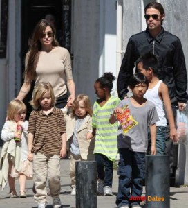 In Vegas - angelina-and-brad-with-their-six-children