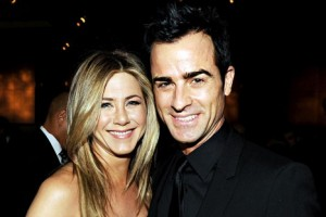 jennifer-aniston-justin-theroux-romance-2012